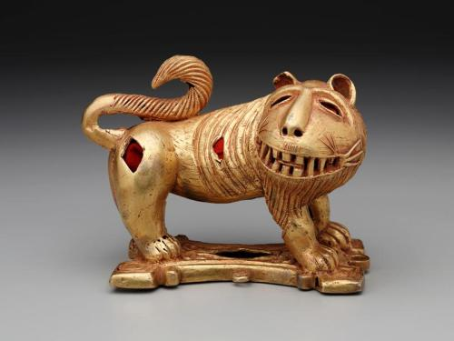 Sword ornament in the form of a lion, c. mid-20th century, Cast gold and felt, Dallas Museum of Art, The Eugene and Margaret McDermott Art Fund, Inc.