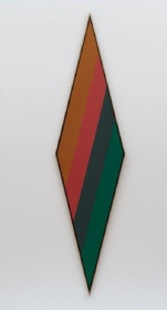 Kenneth Noland, Shade, 1967, acrylic on canvas, Dallas Museum of Art, gift of the Meadows Foundation, Incorporated © The estate of Kenneth Noland /VAGA, New York 1981.131
