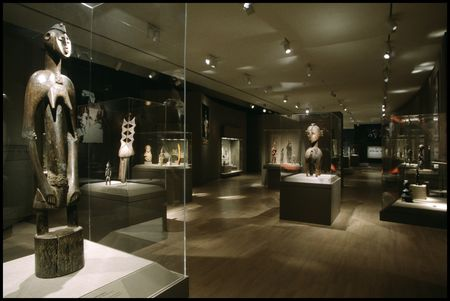 African gallery at the Dallas Museum of Art, in 1996. This image was taken after the big renovation and reinstallation of the third floor galleries, The Arts of Africa, Asian and the Pacific in 1996, that last major renovation of the African gallery.