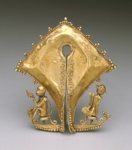 Ear ornament or pendant (mamuli), early 20th century, Sumba, Lesser Sunda Islands, East Sumba, Indonesia, gold, Dallas Museum of Art, gift of Sarah Dorsey Hudson 1991.370