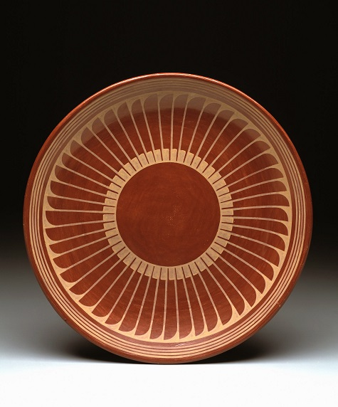 Maria Martinez and Popovi Da, Plate with radiating feather design, 1960s, Dallas Museum of Art, Foundation for the Arts Collection, anonymous gift, 1987.342.FA