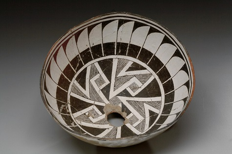 Mogollon (Mimbres) Culture, Bowl with geometric composition and design of radiating feathers, c. 1000-1150, Dallas Museum of Art, gift of Elizabeth and Duncan Boeckman, 2011.45