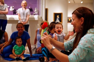 Photos of the August 2015 Art Babies program.