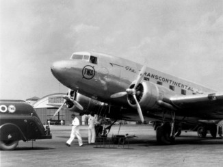 A TWA Douglas DC-3 is prepared for takeoff from Columbus, Ohio, in 1940.